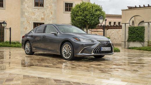 The 2022 Lexus ES Luxury Saloon